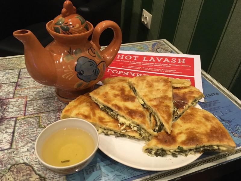 Хачапури с сыром сулугуни, с творогом и с зеленью