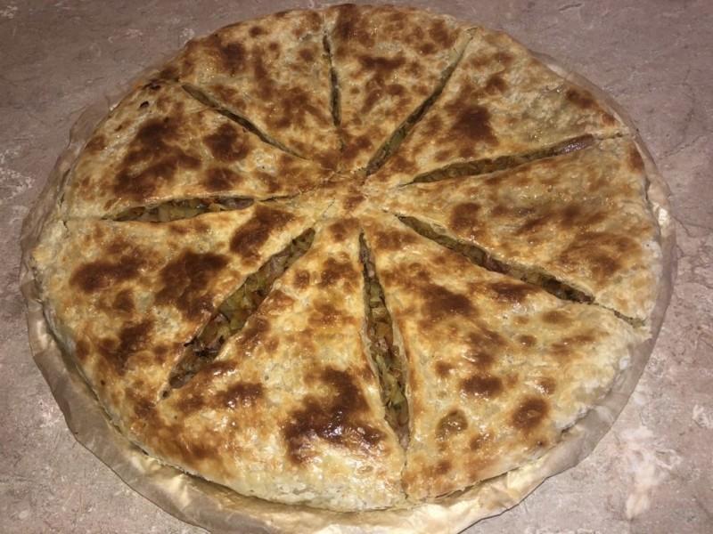 Хачапури «Баварское» с куриными колбасками и с тушёной капустой